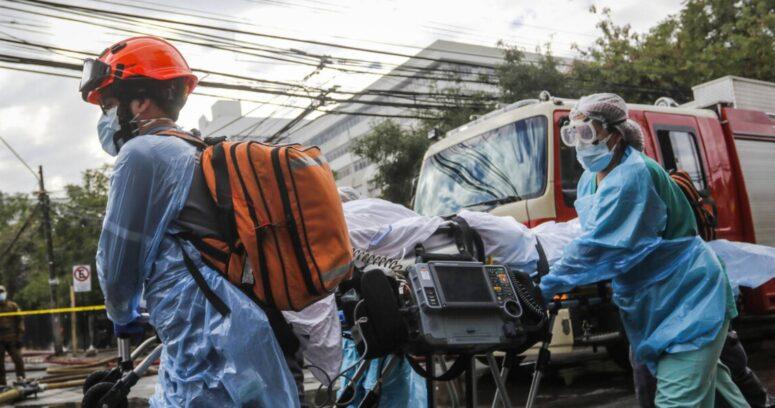 """Médicos advierten """"catástrofe sanitaria"""" por aumento de contagios en Argentina"""