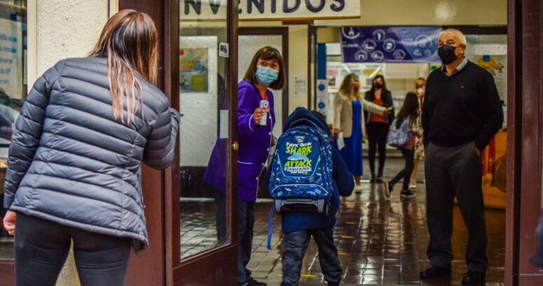 316 colegios abrieron sus puertas durante esta semana tras avances en el plan Paso a Paso