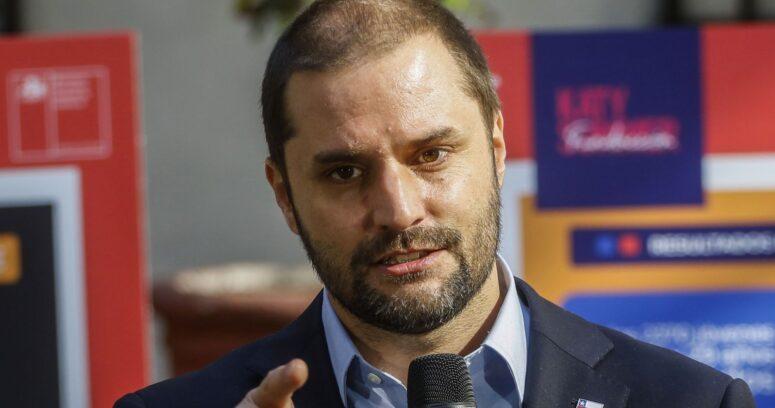 """Bellolio responde a críticas internacionales por manejo del Covid: """"Hemos cometido errores, pero los reparamos"""""""