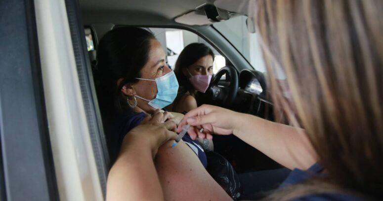Personas vacunadas podrán circular sin mascarilla al aire libre en Estados Unidos
