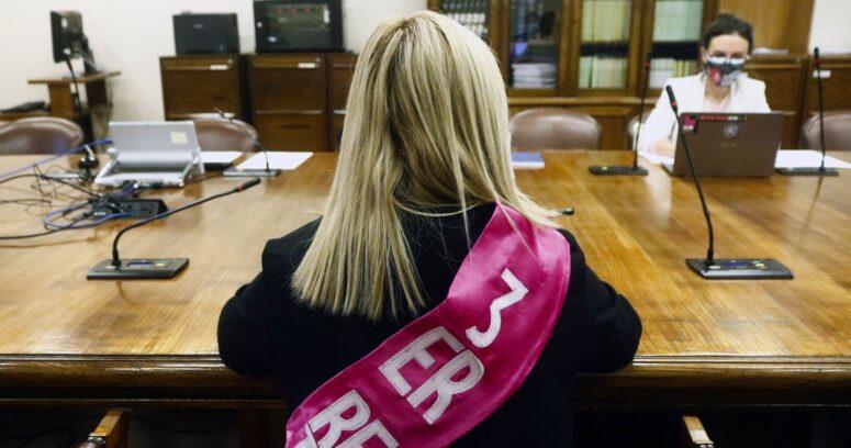 """""""Impuesto a los súper ricos: sesión terminó a los gritos entre diputada Jiles y subsecretario"""""""