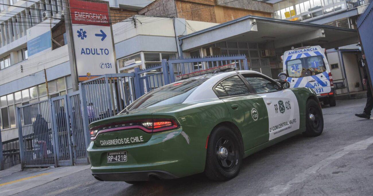 Carabineros detuvo a los dos desconocidos, quienes no manifestaron sus motivaciones para el ataque y durante esta jornada enfrentarán a la justicia. (Foto: Agencia UNO)
