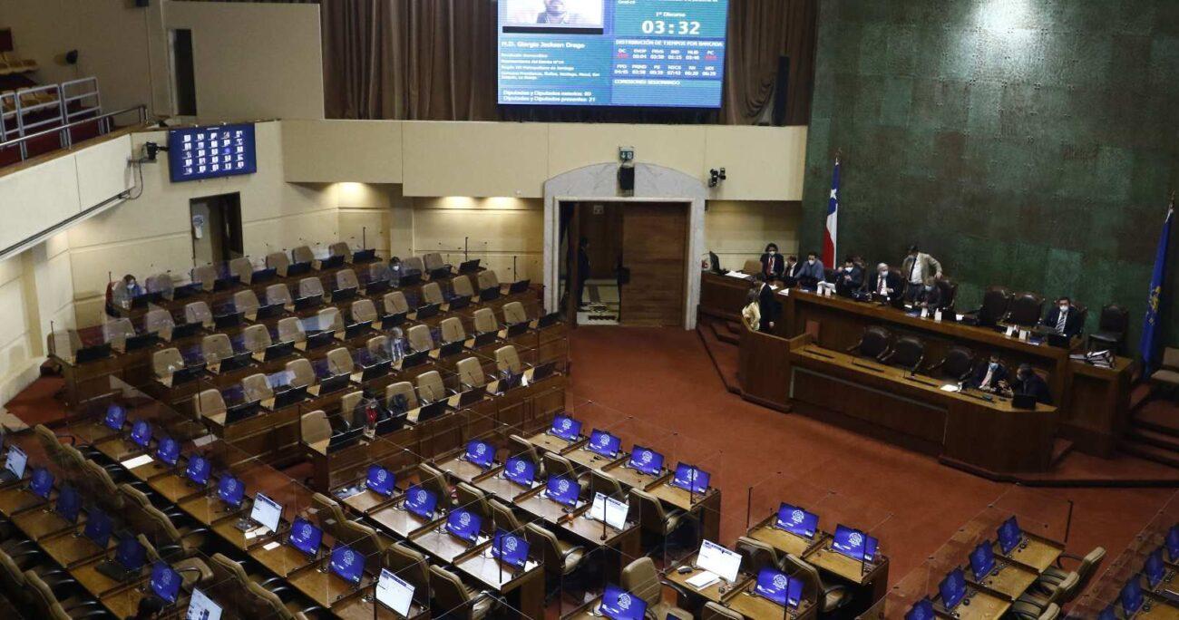 También deberá definirse la propuesta del senador Guillier de una franja electoral para una supuesta segunda vuelta de gobernadores. Foto: Agencia UNO