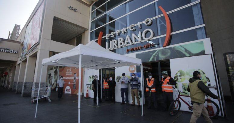 Cierran supermercado de Puente Alto por brote de COVID-19