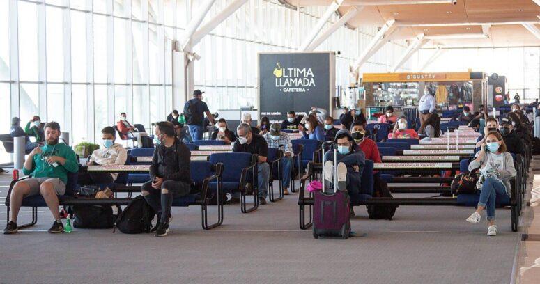 """Estados Unidos emitirá recomendación de """"no viajar"""" al 80% de los países del mundo debido a la pandemia"""