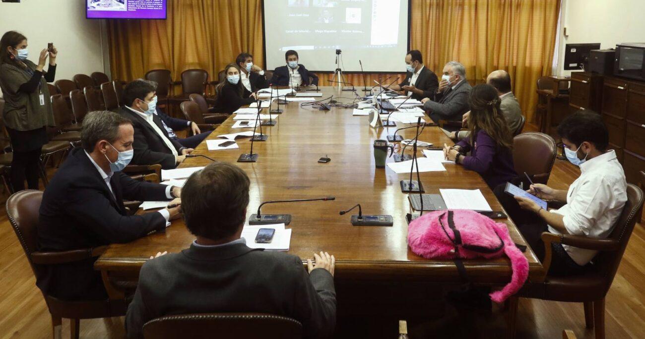 Ante esto, el ministro de la Segpres, Juan José Ossa, anunció que harán reserva de constitucionalidad. AGENCIA UNO