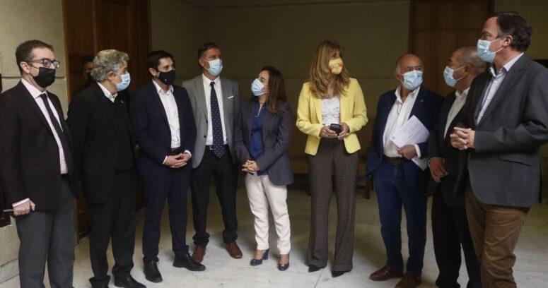 DC corrige dichos de jefe de bancada y confirma que evaluará acusación constitucional contra Piñera