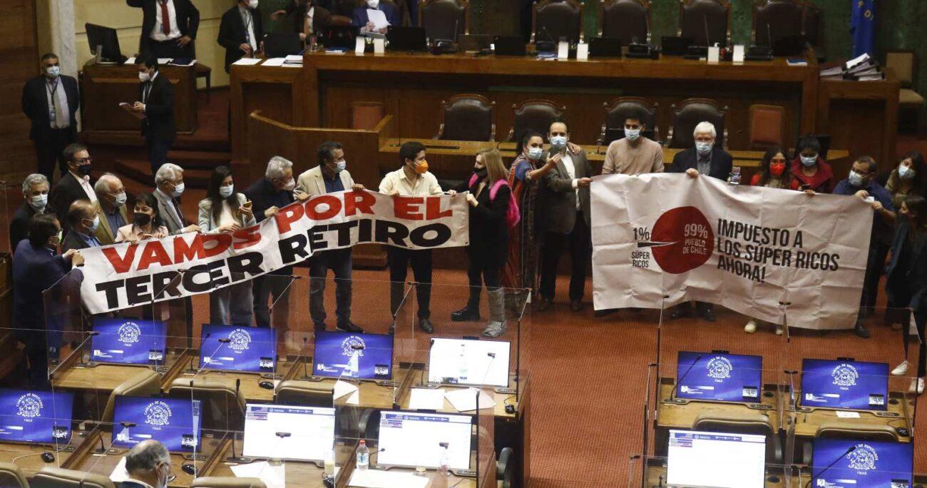 Además en la iniciativa se incluye a pensionados de rentas vitalicias, quienes podrán retirar hasta el 10% de sus fondos con tope de 150 UF. AGENCIA UNO/ARCHIVO