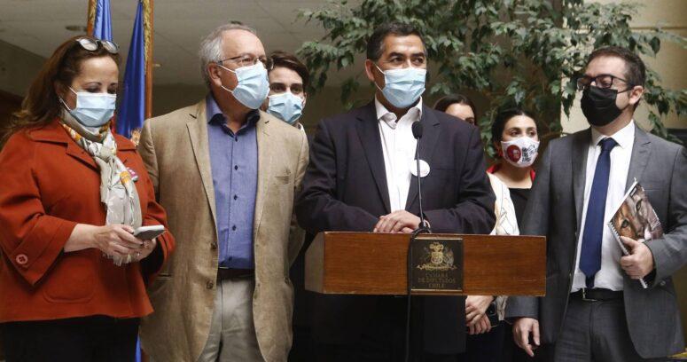 Diputados de oposición se reúnen para estudiar acusación constitucional contra Piñera