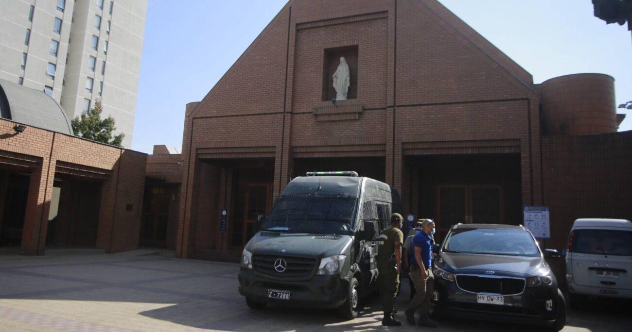 La ceremonia terminó con 12 personas detenidas en la 17° Comisaría de Las Condes y la pareja casada ante Dios. AGENCIA UNO