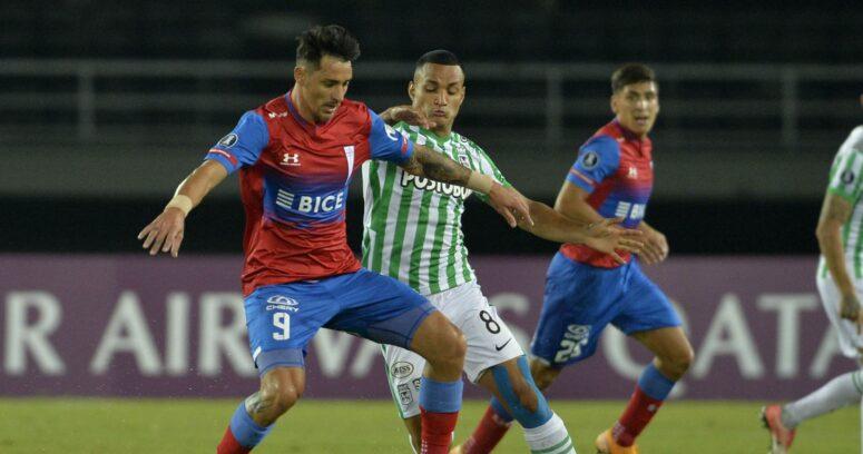 Libertadores: una UC sin peso ofensivo cayó ante Atlético Nacional en el debut