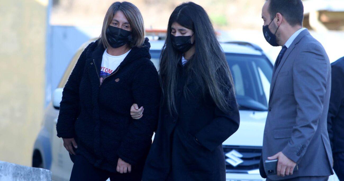 Estefanía Gutiérrez llegó junto a sus familiares al SML de Concepción a retirar el cuerpo de Tomás Bravo. AGENCIA UNO