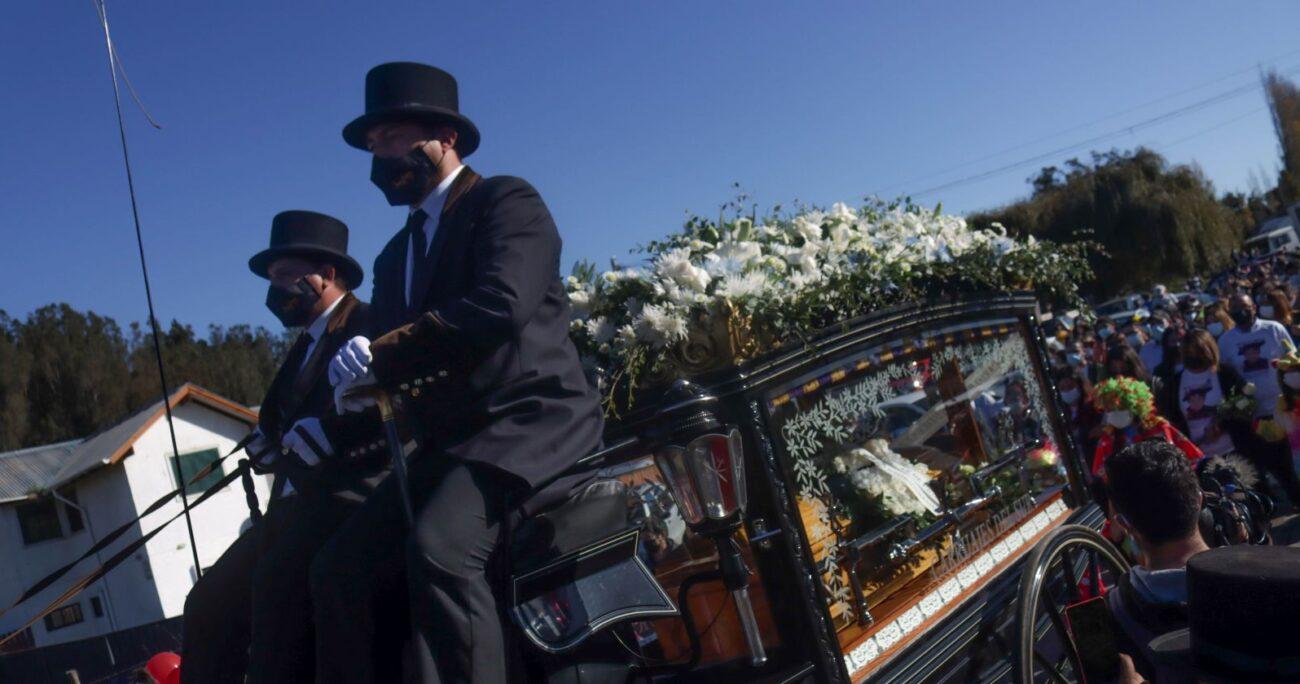 El cortejo camino al cementerio de la ciudad. AGENCIA UNO