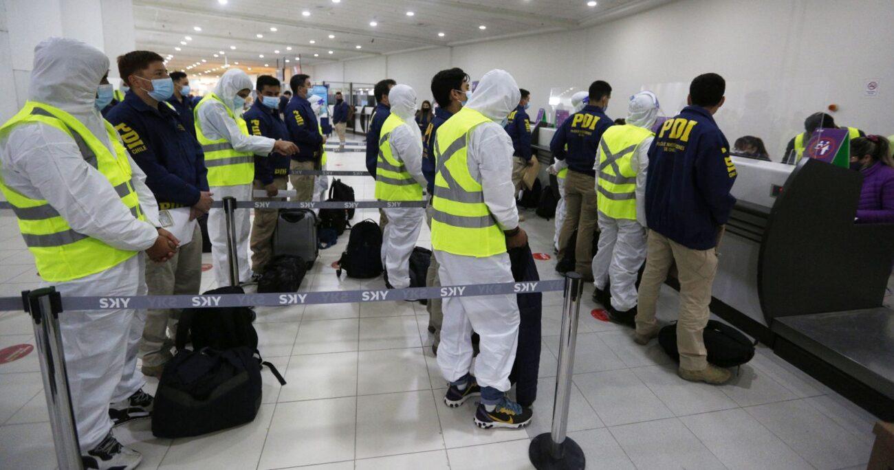 Los ciudadanos en el ingreso al aeropuerto de Iquique. AGENCIA UNO/ARCHIVO