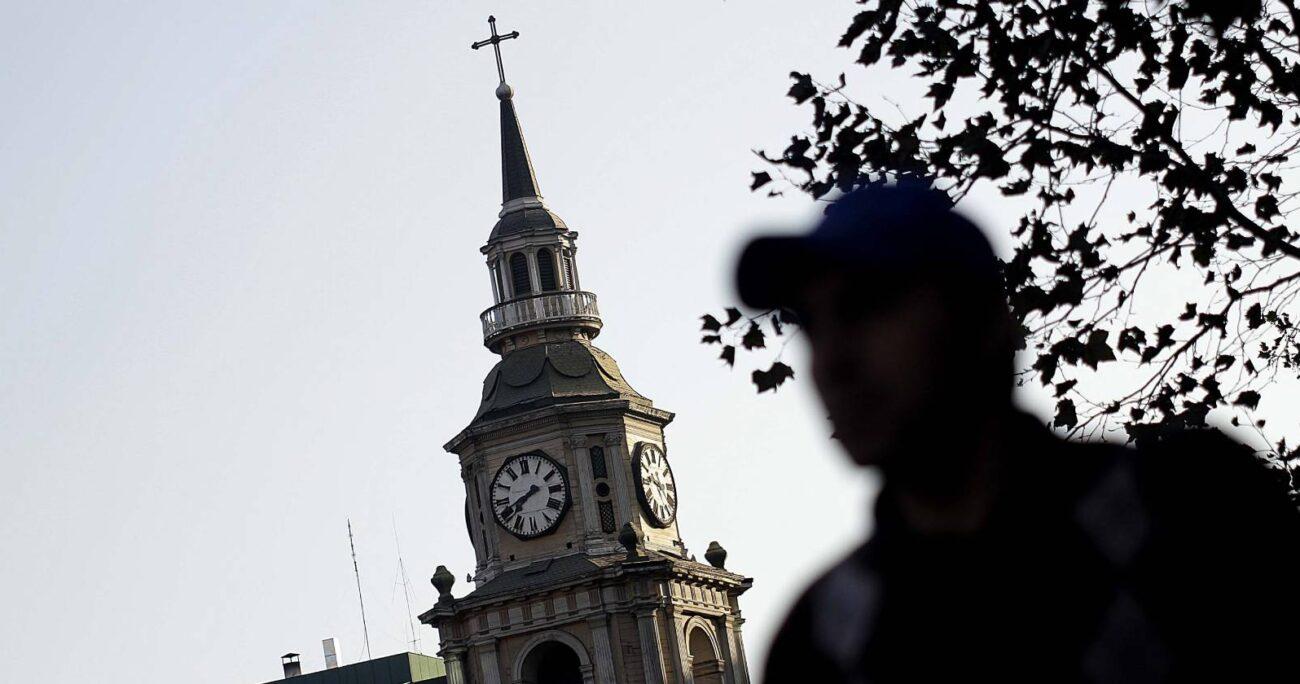 Este sábado 3 de abril en todo el país, excepto la Región de Magallanes, se retrasará el reloj en una hora, para dar inicio al horario de invierno. (Foto: Agencia UNO/Archivo).