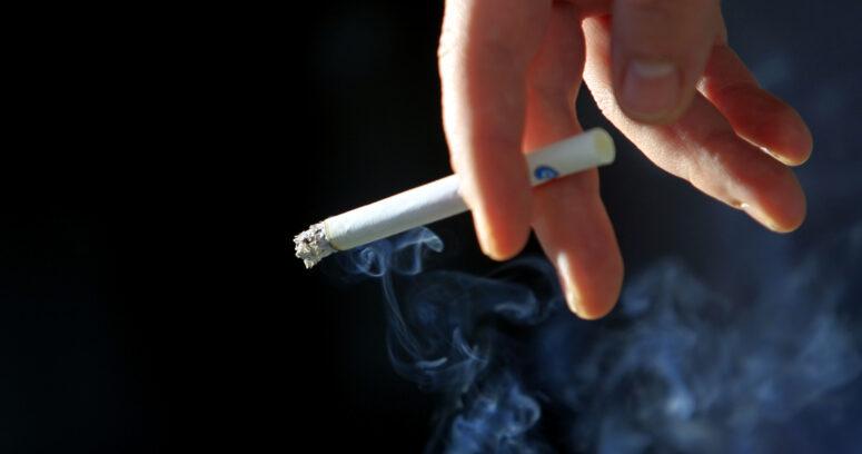 Minsal aclara polémica por tabaco: seguirá siendo un producto esencial