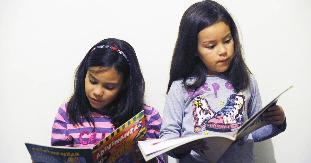 En Chile, en un año normal sin pandemia, sólo el 40% de los estudiantes que pasa a 2º básico sabe leer y escribir (Agencia UNO/Archivo).