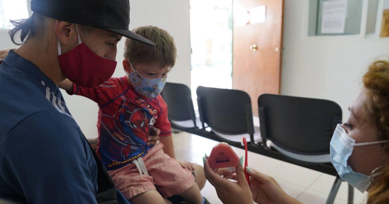 El operativo de salud bucal para niños de Til Til es uno de los programas que se destacan.