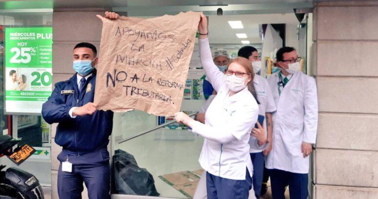 """""""Protestas en Colombia contra la reforma tributaria dejan dos muertos y decenas de heridos"""""""
