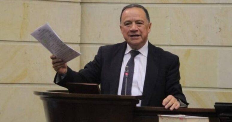 Fallece senador colombiano tras ser internado por COVID-19