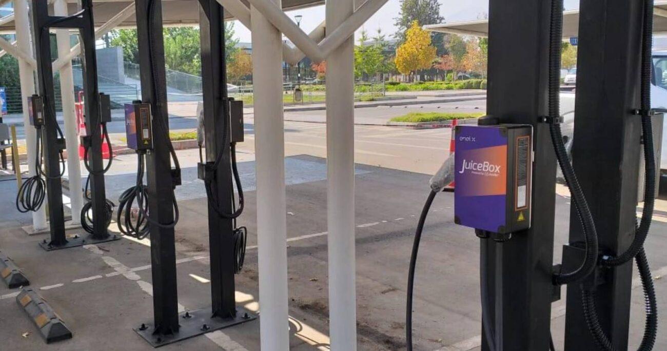 Las electrolineras estarán disponibles tanto para clientes como para la comunidad en general. ENEL X