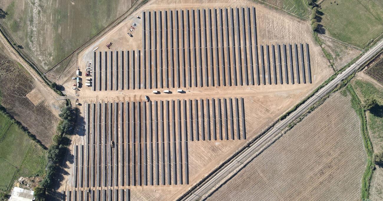 El proyecto solar San Camilo de 3 MW de potencia instalada, está ubicado en Molina, Región del Maule.
