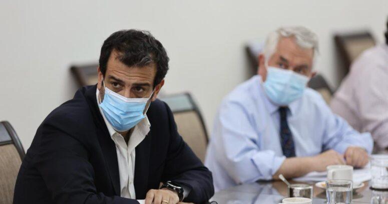Ministro Delgado adelanta llegada de un millón de vacunas Sinovac este sábado