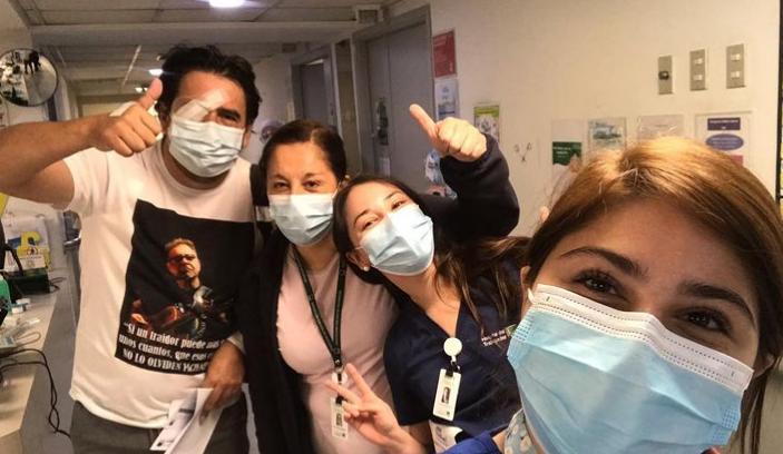 """""""Es algo que me cambió la vida"""": camarógrafo de TVN herido en ataque es dado de alta"""