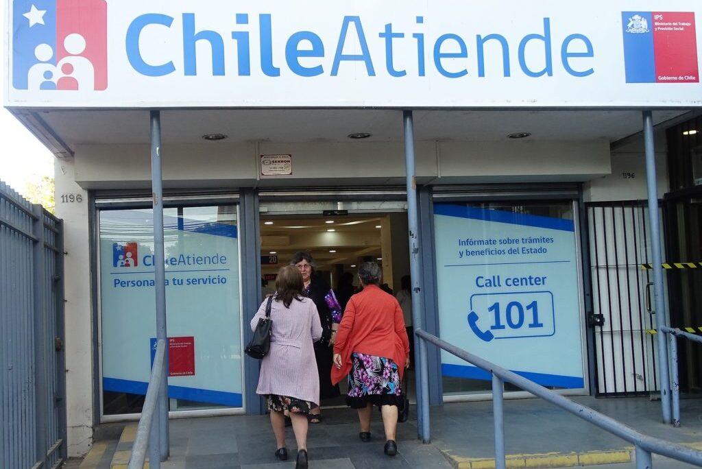 Desde abril del año pasado, otros 75 mil beneficiarios del IPS que cobraban de manera presencial. Foto: ChileAtiende