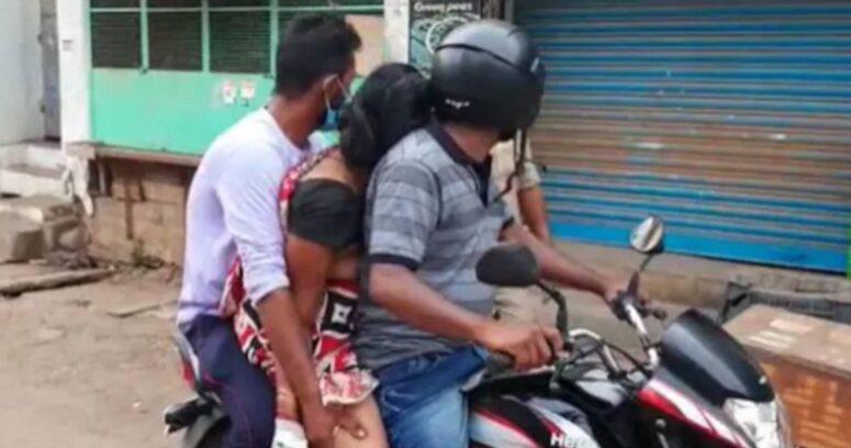 """""""Desgarradora escena en India: hombre lleva el cadáver de su madre para la cremación por falta de ambulancias"""""""