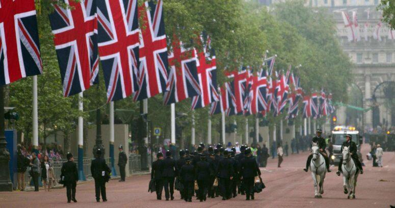 Reino Unido guarda un minuto de silencio al inicio del funeral del príncipe Felipe