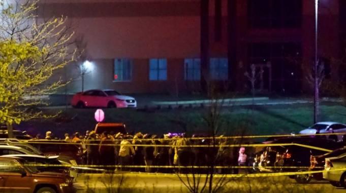 Al menos ocho muertos y cinco heridos deja un tiroteo en oficina de FedEx en EE.UU.
