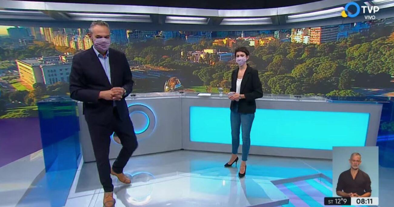 El noticiario matutino del canal fue el primero en aparecer utilizando las mascarillas.