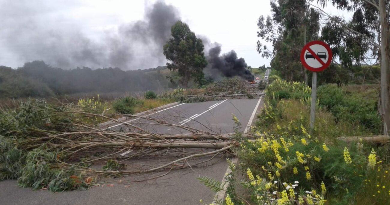 Durante toda la jornada personal policial ha trabajado en cortes intermitentes de ruta en la comuna de Collipulli. AGENCIA UNO/ARCHIVO