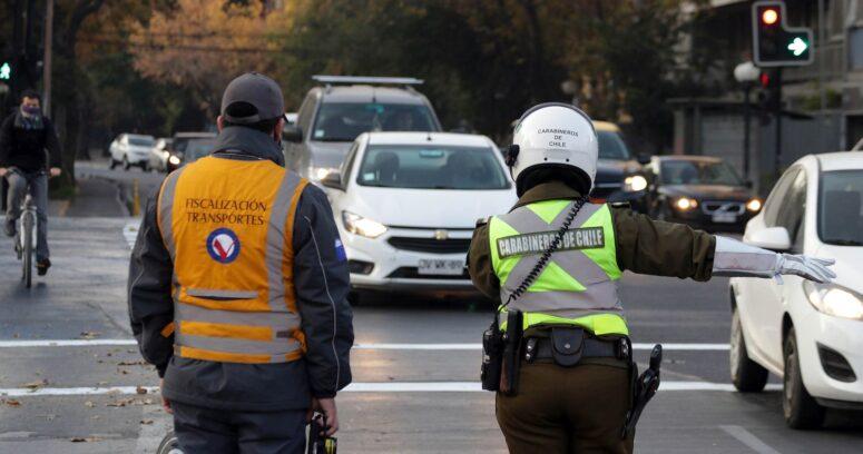 """""""Revisa el calendario de restricción vehicular para Santiago"""""""