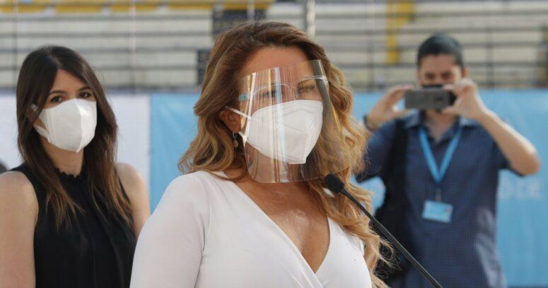 """VIDEO – """"Un candidato desconocido"""": Cathy Barriga ningunea a nuevo alcalde de Maipú"""