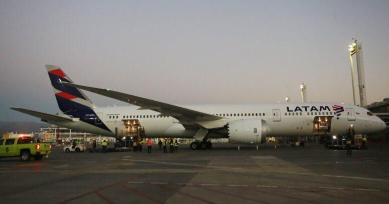LATAM reinicia vuelos de carga hacia Rapa Nui tras incidentes en aeropuerto Mataveri