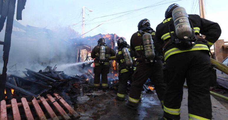 """""""Un muerto y 19 damnificados tras incendio en campamento Dignidad de La Florida"""""""