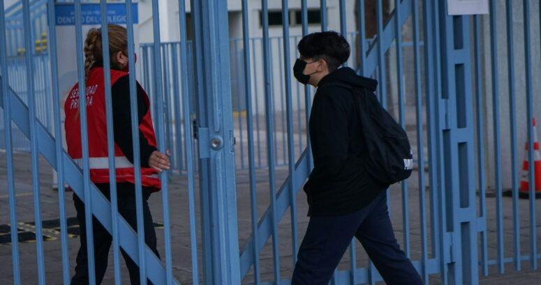 43% de los colegios en comunas en fase 2 abrieron sus puertas en la Región Metropolitana
