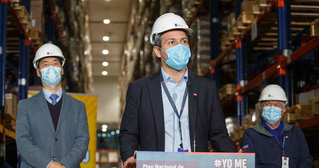 Rodrigo Yáñez detalla a la prensa la llegada de un nuevo cargamento de Sinovac. AGENCIA UNO/ARCHIVO