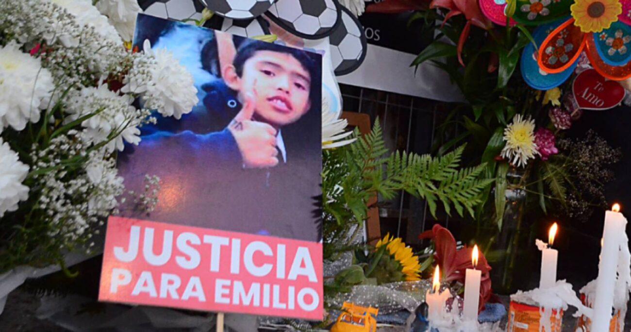 Mientras se desarrollaba la formalización de los imputados, los vecinos de Longaví salieron a las calles a despedir a Emilio Jara en su funeral. AGENCIA UNO/ARCHIVO