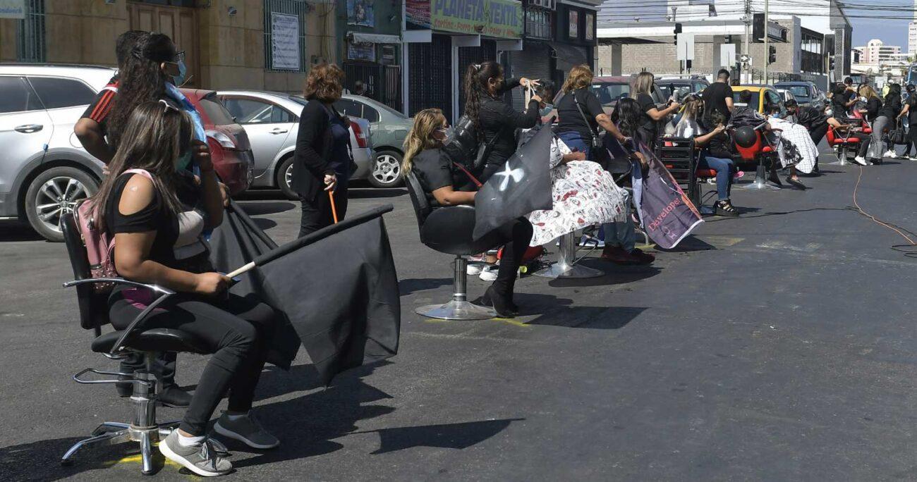 Los peluqueros cerraron hace unos días las calles de Iquique para manifestarse y ahora amenazan con abrir sus locales. AGENCIA UNO