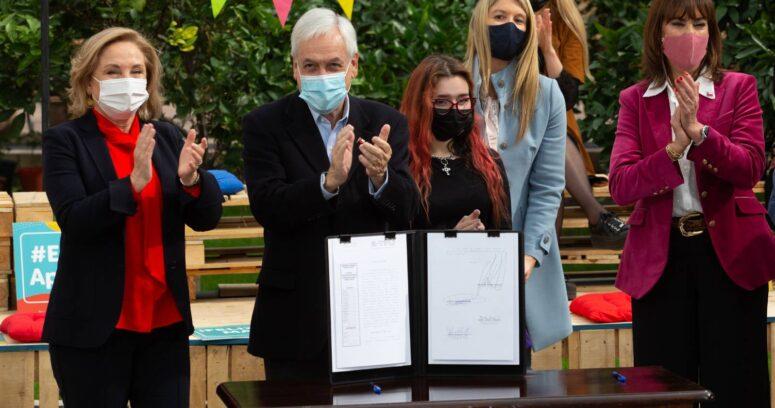 Piñera promulgó ley que permitirá elegir el orden de los apellidos