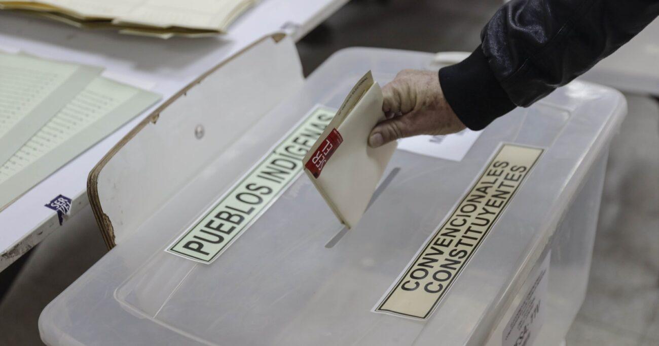 Los locales de votación están abiertos desde las 08:00 horas de esta mañana, en donde las mesas recibirán a los votantes hasta las 18:00 horas. AGENCIA UNO