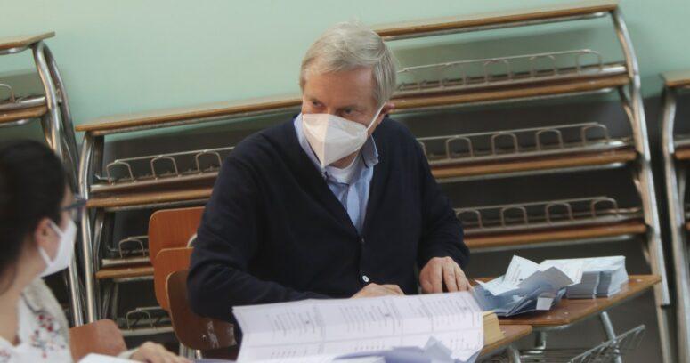 José Antonio Kast sufre funa tras finalizar labor como vocal de mesa