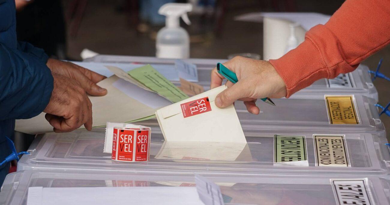 Votación en Colegio Germán Riesco de Maipú. AGENCIA UNO