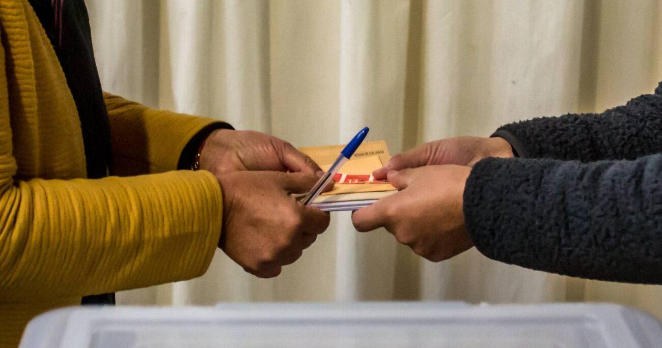 Proceso de votación en Colegio San Mateo de Osorno. AGENCIA UNO