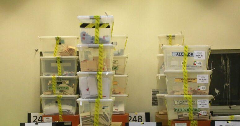 Vocales denuncian cierres plásticos abiertos en urnas de colegio de Independencia