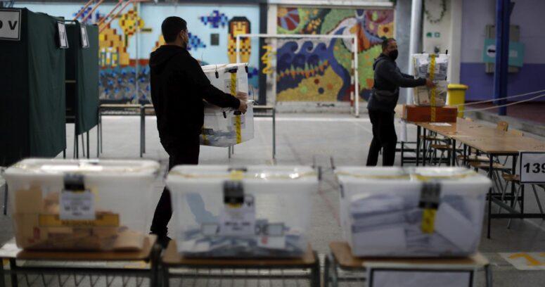 Servel autorizó a municipalidades a entregar urnas adicionales