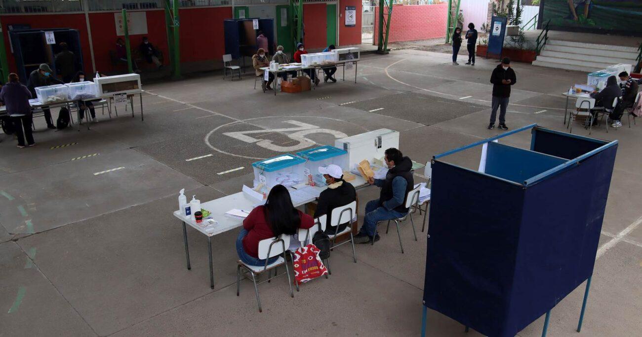 Un local de votación de la comuna de Santiago durante este domingo. AGENCIA UNO/ARCHIVO